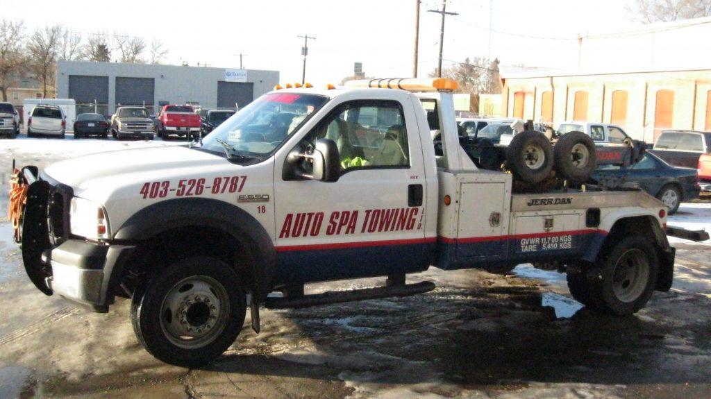 Medium Towing trucks representing Auto Spa Towing Ltd.