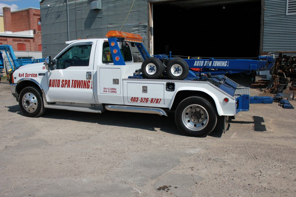 Light duty towing truck representing Auto Spa Towing Ltd.